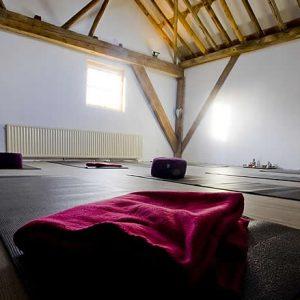 De sfeervolle ruimte van YOGAenzo - yoga in Franeker en omstreken